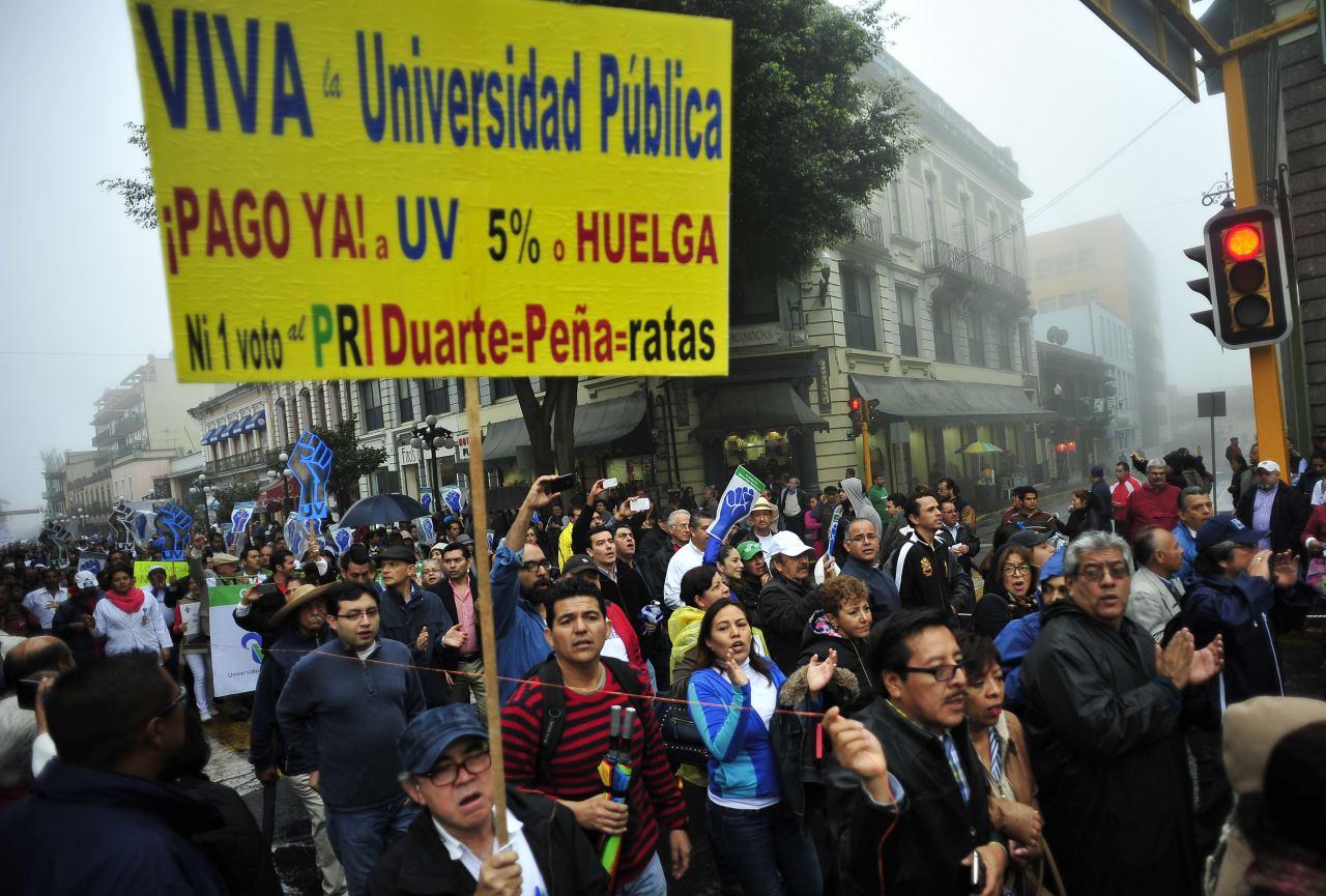Veracruz: 51 mil universitarios salen #EnDefensadelaUV