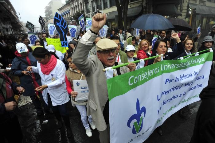 Académicos piden respeto a la UV en su 72 aniversario