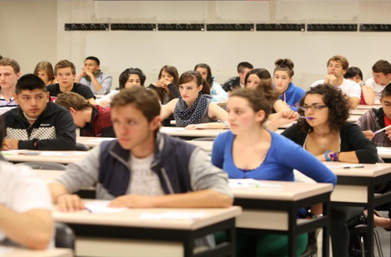 Con firmas, Universitarios piden reiniciar semestre en UV
