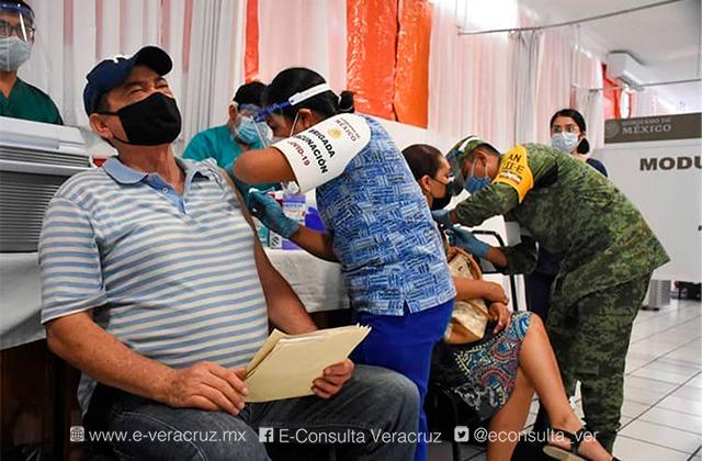 Vacunación de 50 a 59 años rápida y sin aglomeraciones en Boca del Río