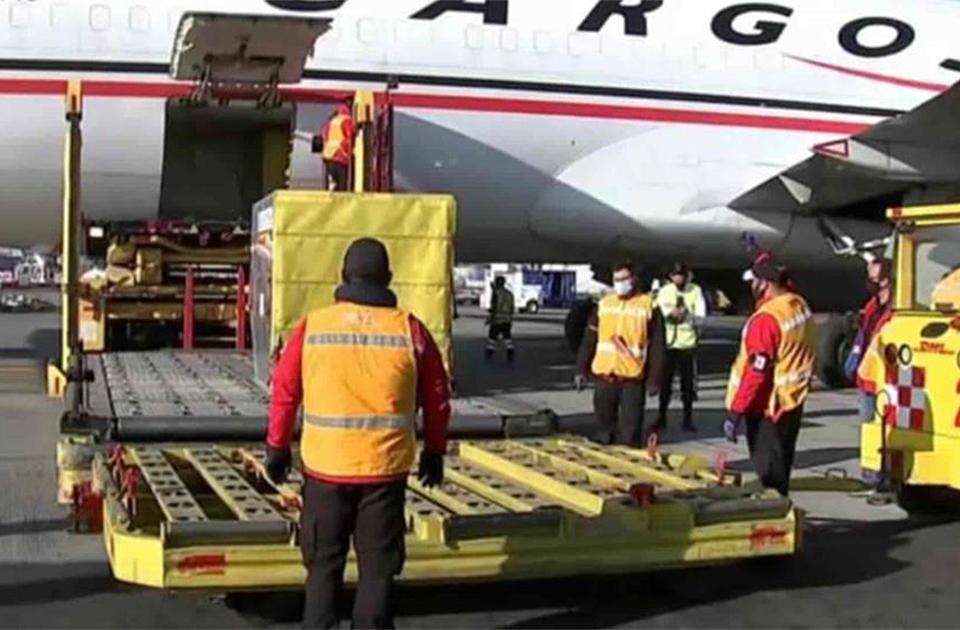 Arriba a México el segundo avión con dosis de vacunas
