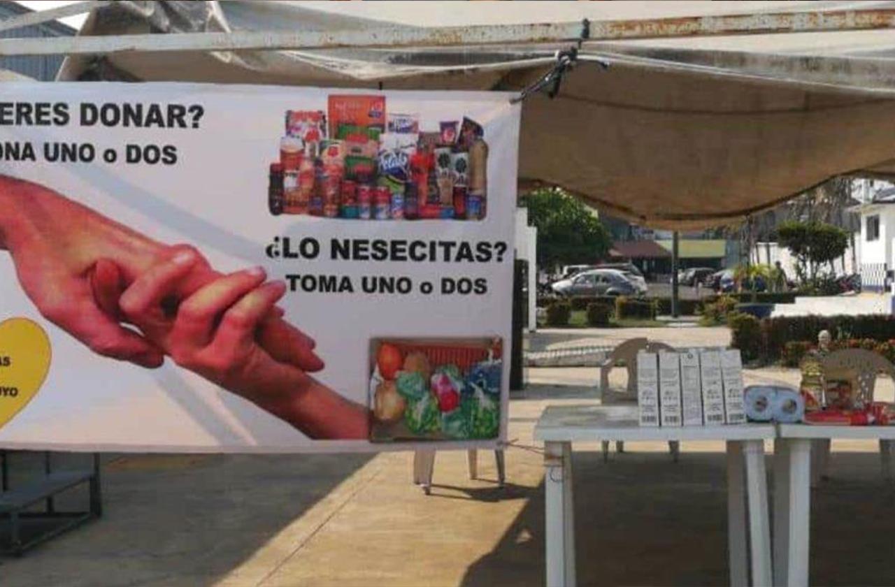 Vecinos de Veracruz puerto recaudan víveres para grupos vulnerables