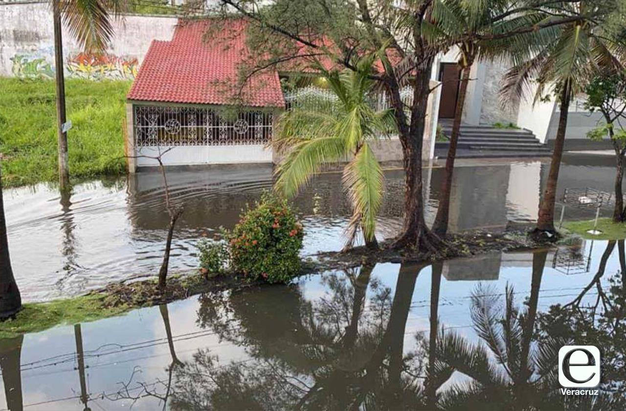 En el Puerto, vecinos del Floresta culpan a Grupo MAS por inundación