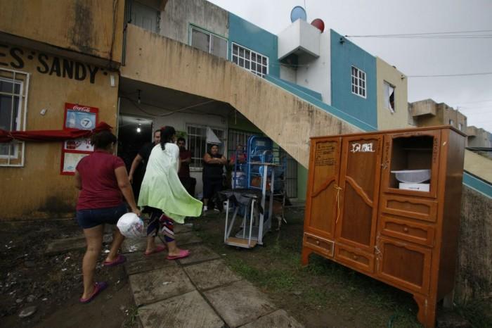 Evacuan a 25 familias por lluvias en el puerto de Veracruz