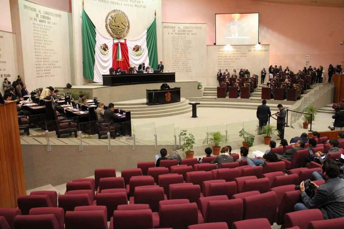 Morena evita debate contra alcalde de Xalapa y revienta sesión