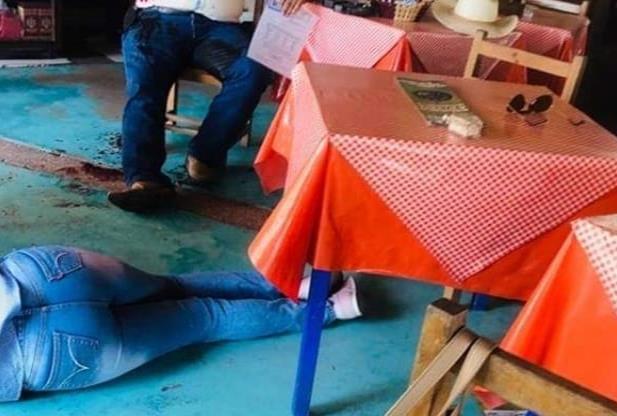 A sangre fría sicarios matan a madre frente a su hijo