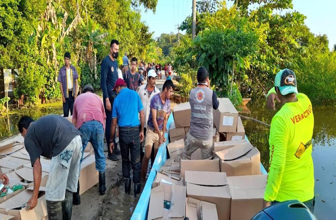 Veracruz envía ayuda a damnificados de Tabasco