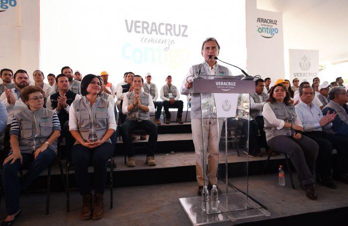 Yunes opera programa 'Veracruz comienza contigo' con panistas