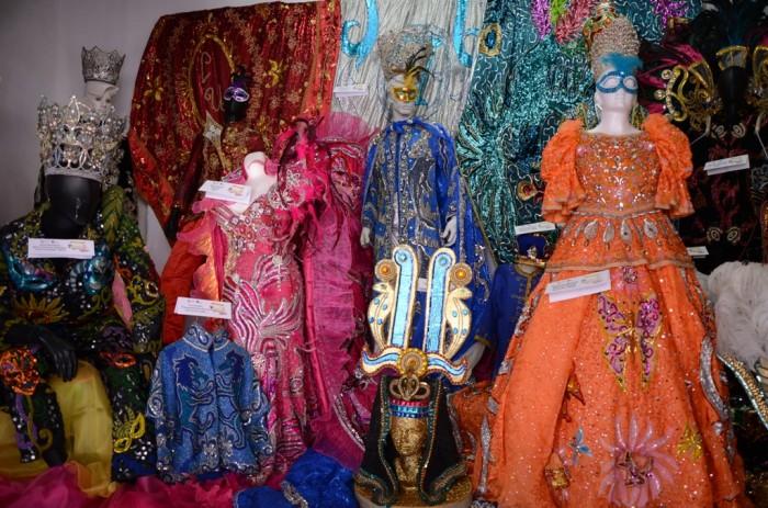 Inauguran exposición sobre vestuarios de ex reyes del Carnaval de Veracruz