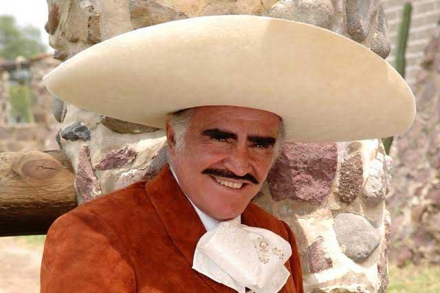 Vicente Fernández canta El corrido de Hillary Clinton