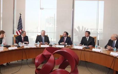 Secretarios de EU se retiran de Los Pinos tras reunión con EPN