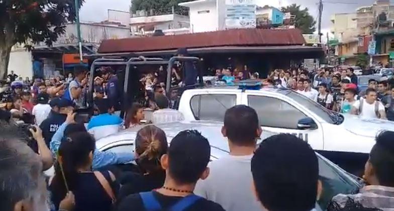 #VIDEO  Impiden detención de joven señalado de alterar el orden público