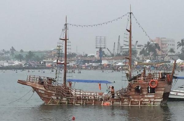 En funciones, barco que se hundió con más de 40 turistas a bordo