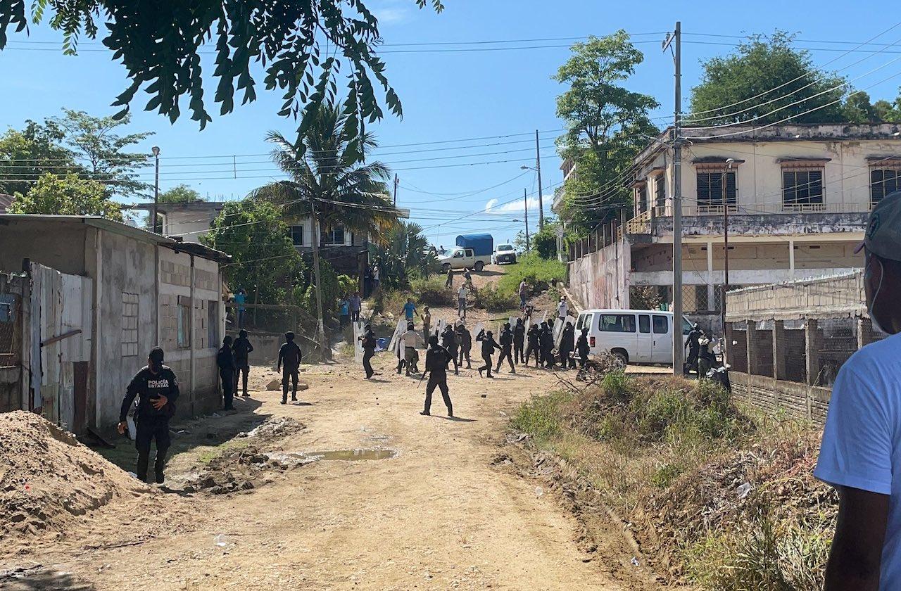 Violencia en Jesús Carranza; pobladores impiden traslado de casillas