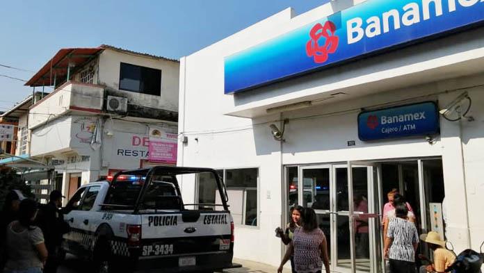 Continúan asaltos, roban Banamex en Las Choapas