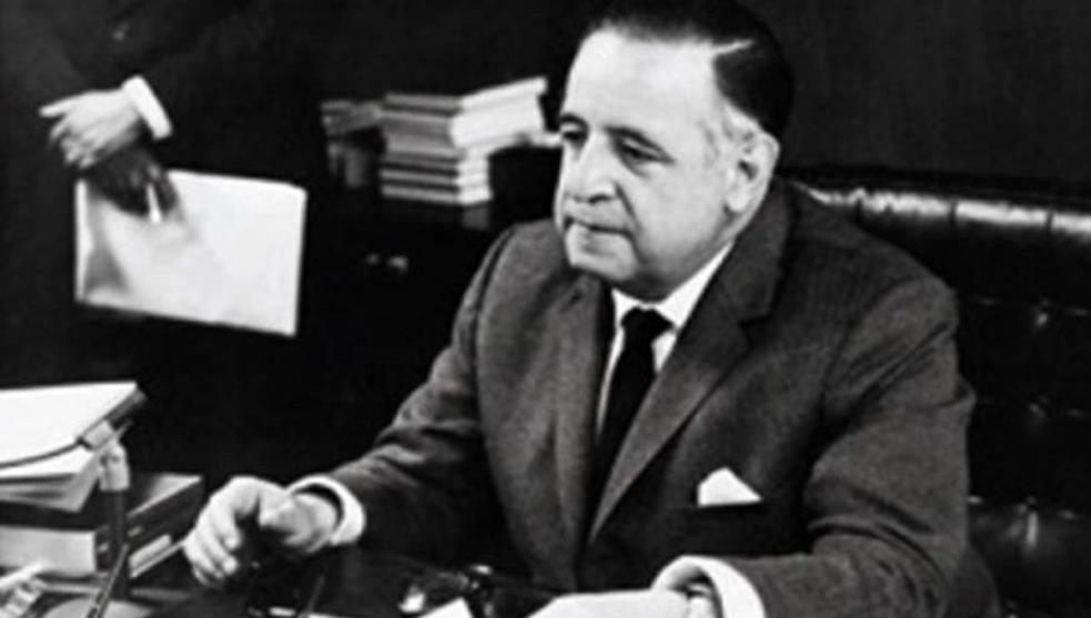 ¿Quién fue el primer presidente en desaparecer poderes de un estado?