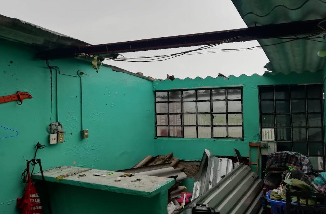 Viviendas destechadas en Coatza por Frente Frío 4
