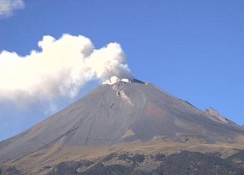 Popocatépetl lanza fumarola de 3 kilómetros