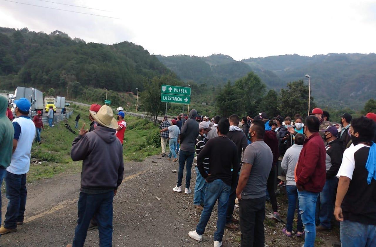 Vuelven a bloquear para exigir liberación de detenidos en Maltrata