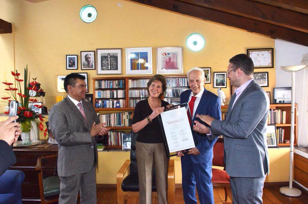 Entregan a Sergio Pitol el Premio Internacional Alfonso Reyes