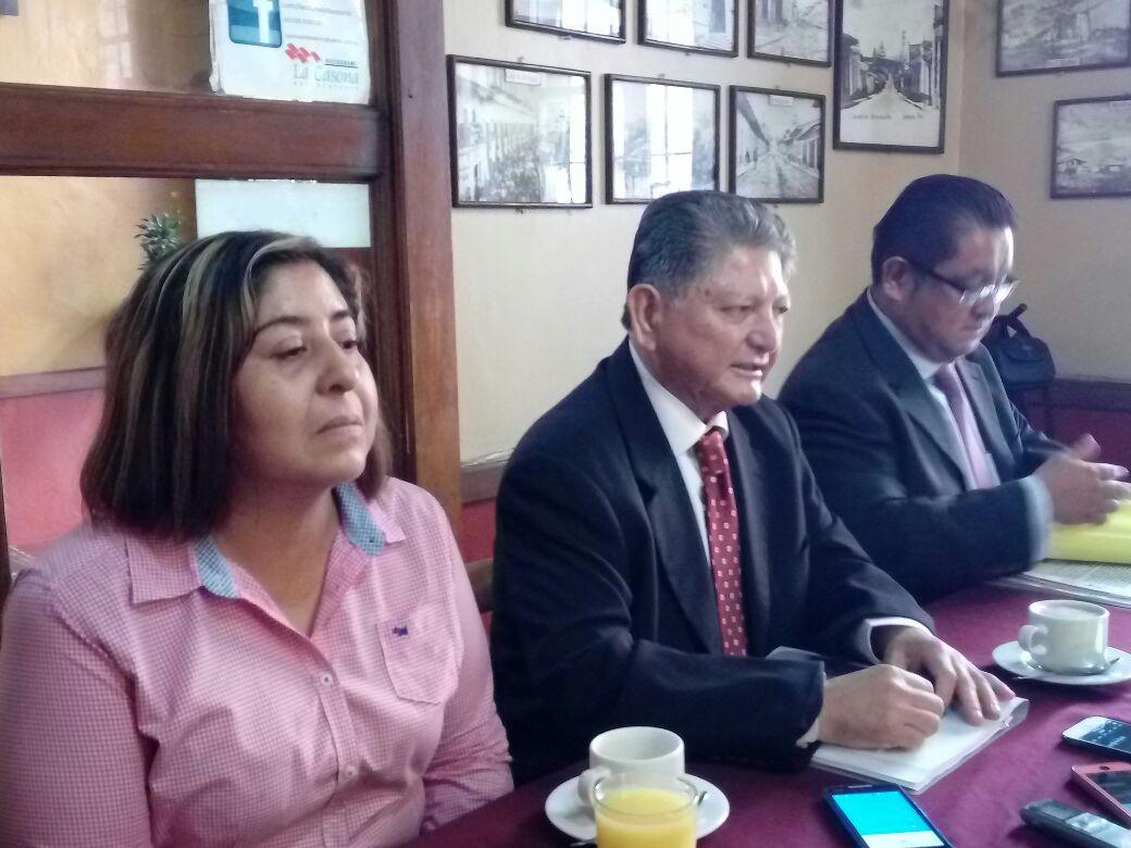 Denuncian cobros injustificados de rector UPAV a alumnos
