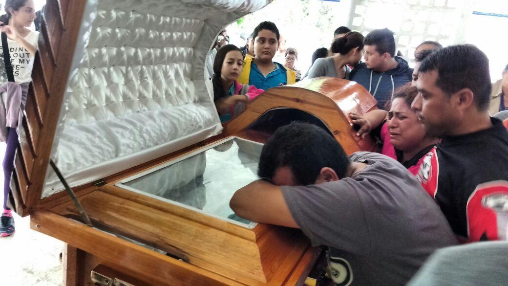 Familiares y amigos despiden a Tamayo en Tierra Blanca