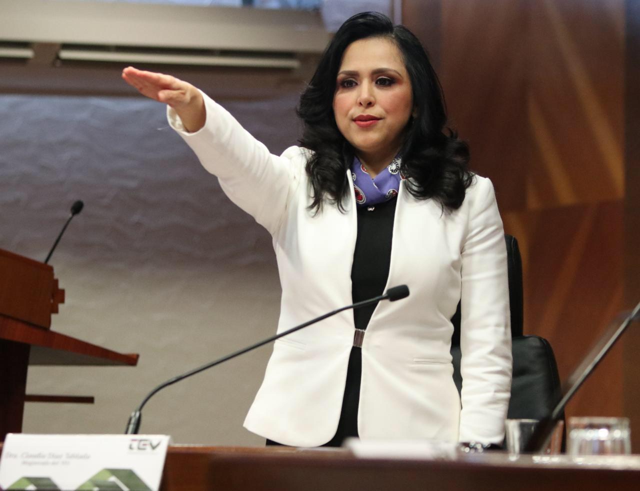 Toma protesta Claudia Diaz, primera mujer magistrada en el TEV