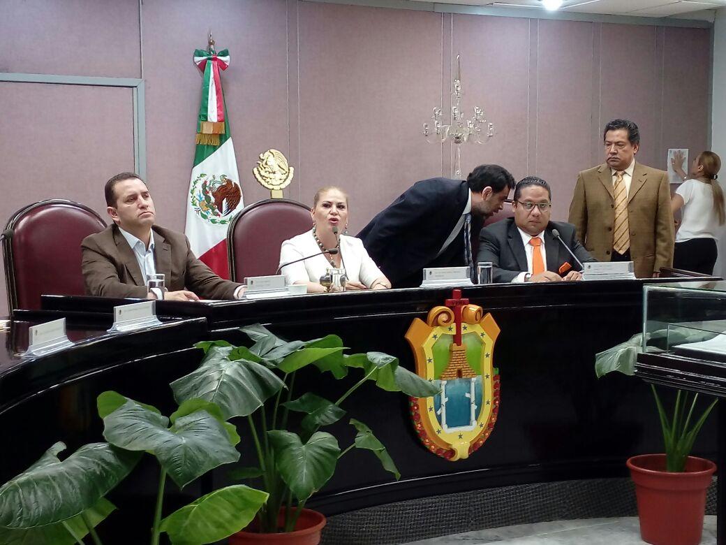 Diputados de oposición no asisten a sesión solemne