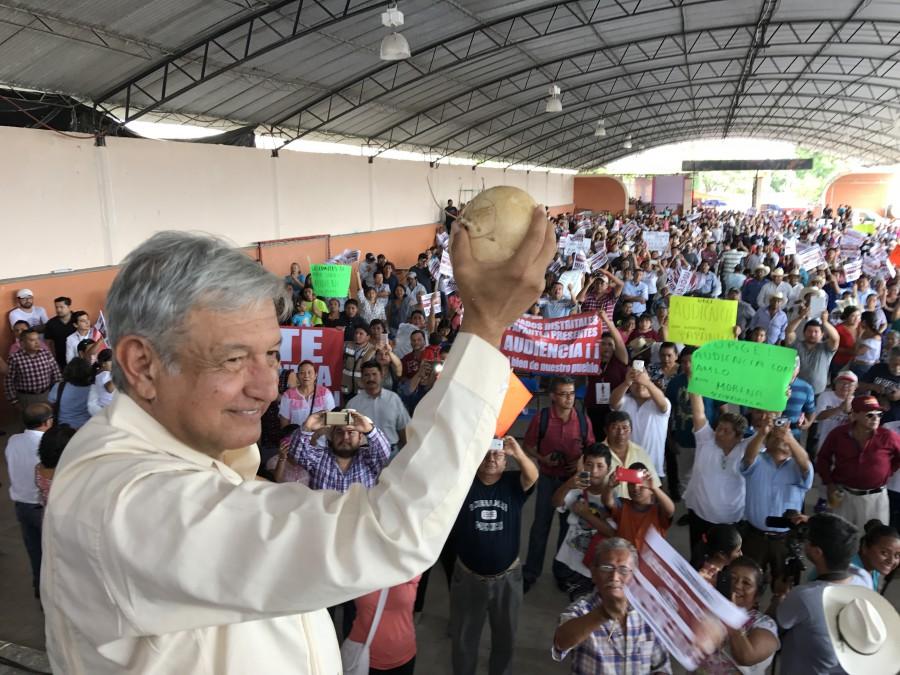 Veracruz va de mal en peor con Yunes, dice López Obrador