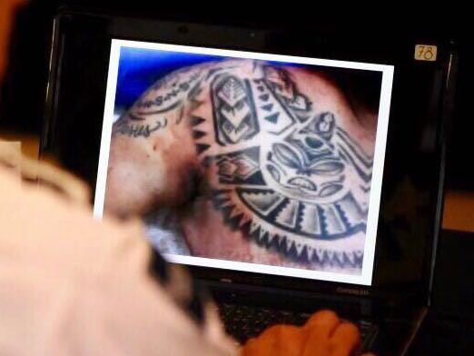Muestran tatuajes de cuerpo hallado en La Tampiquera, podría ser pieza clave