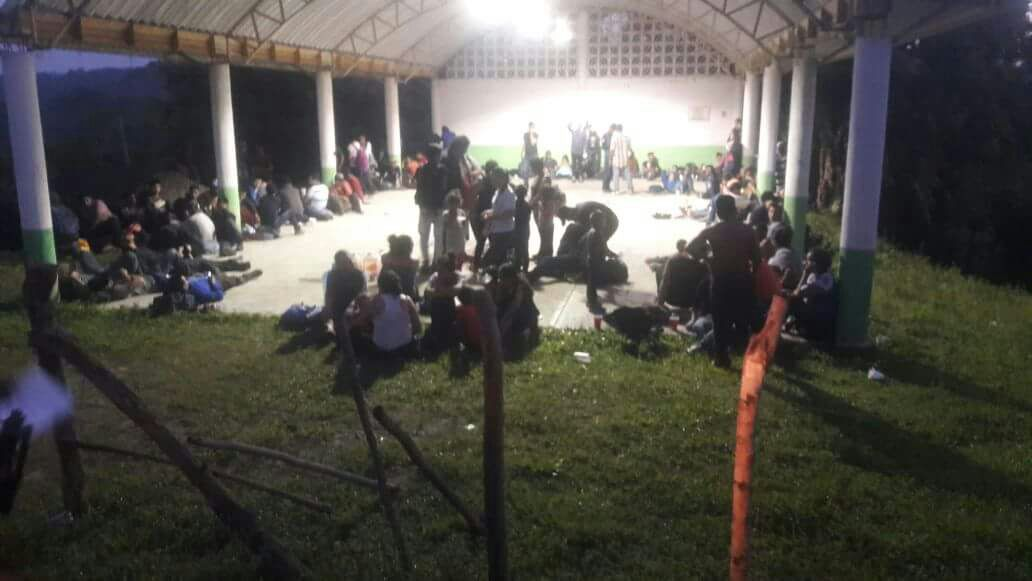 Abandonan tráiler con cerca de 170 migrantes al norte de Veracruz