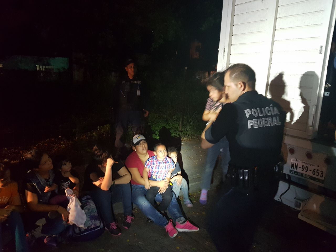 Interceptan camioneta con 40 migrantes en Poza Rica, Veracruz