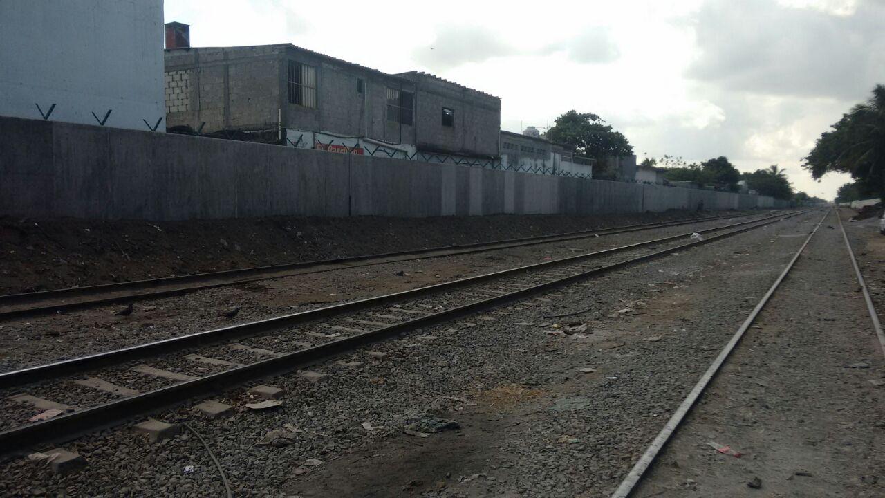 Ferrosur construye bardas para dividir vías del tren de zonas urbanas