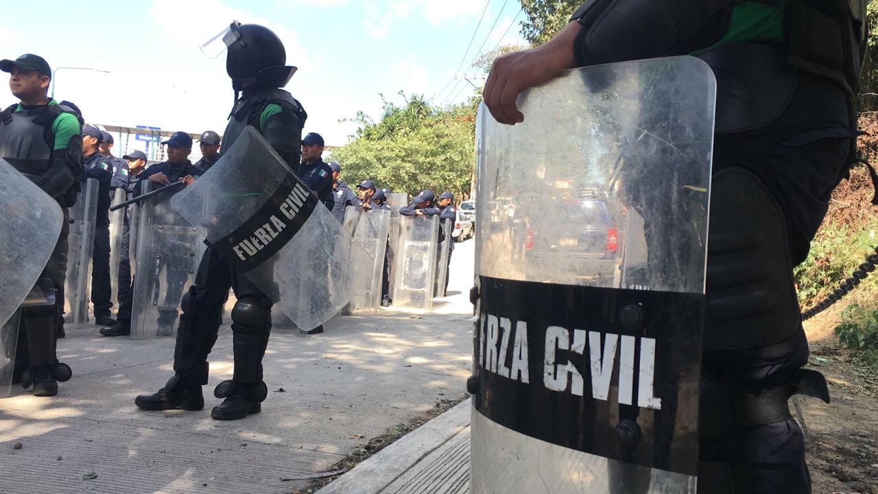 Campesinos de Recimos bloquean vialidad en Xalapa en demanda de apoyos
