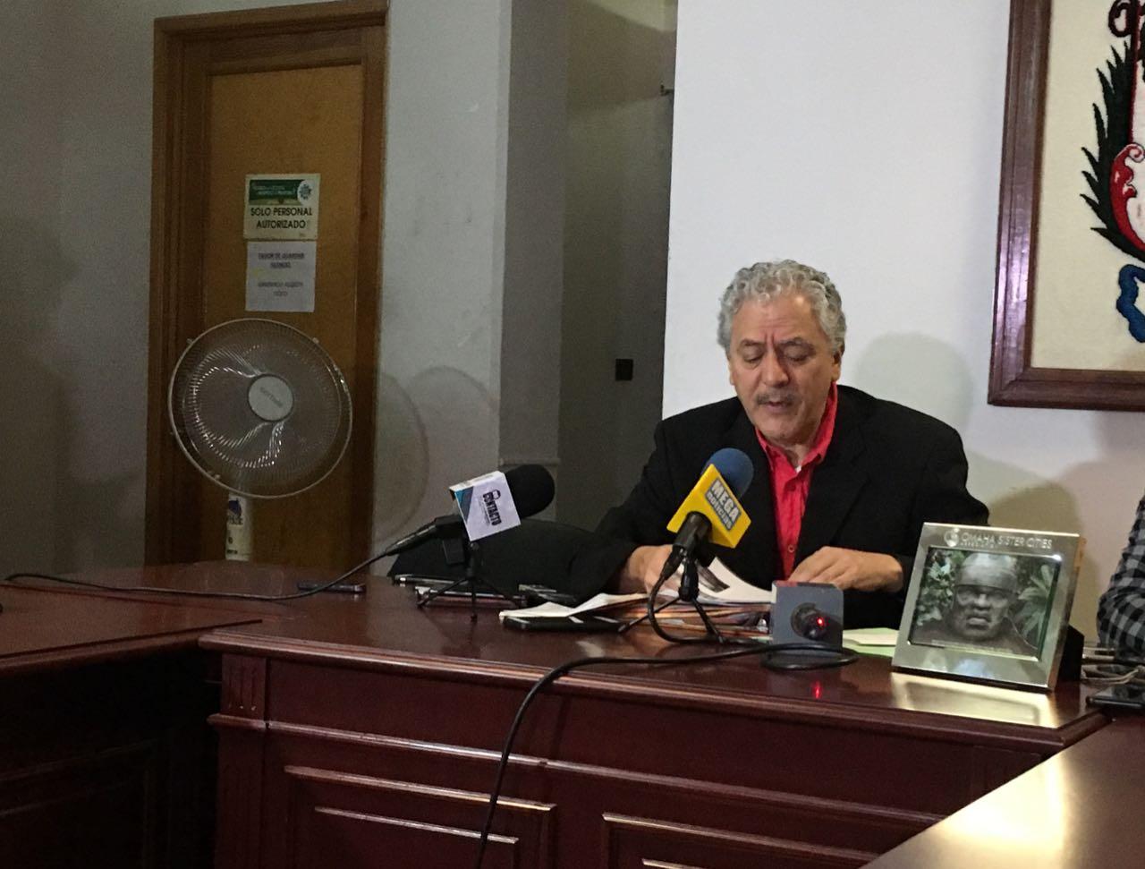 Autoridades de Academia de Policías plantan a alcalde de Xalapa