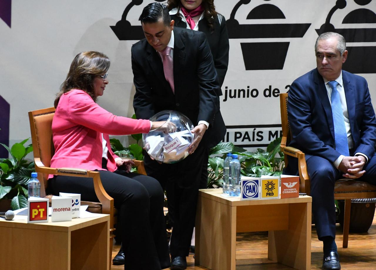Rocío Nahle y Julen Rementería se confrontan en debate por el Senado