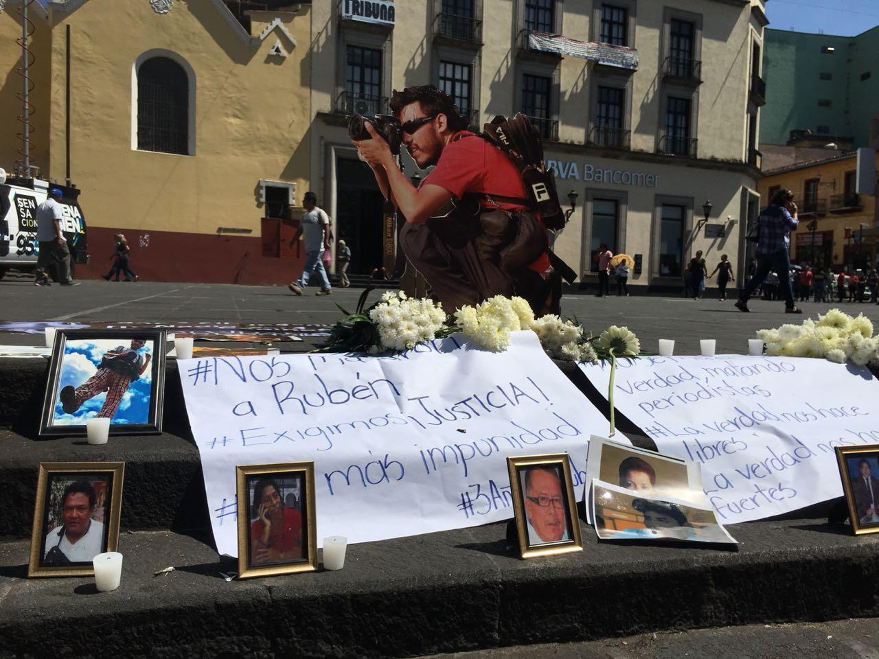 Marchan periodistas y familiares de Rubén Espinosa a tres años de su asesinato