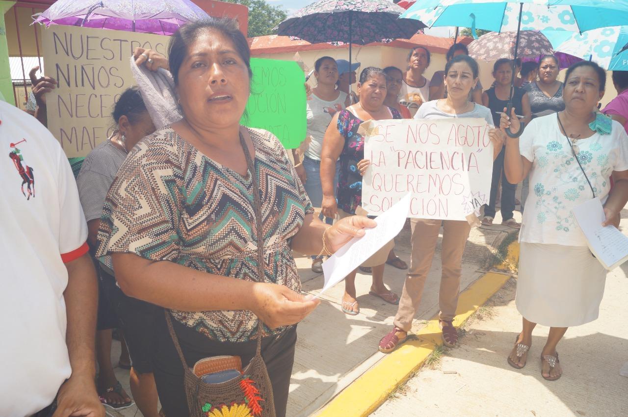 SEV, sin atender manifestación de padres de familia en Nopalapan