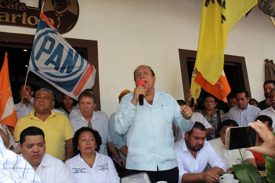 Asesinan a dirigente municipal del PAN y a su hijo, en Papantla
