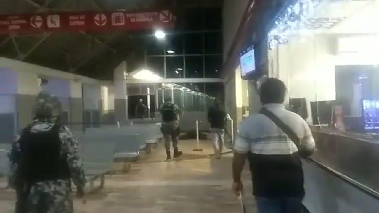 Frente a turistas, asesinan a joven en ADO de Acayucan