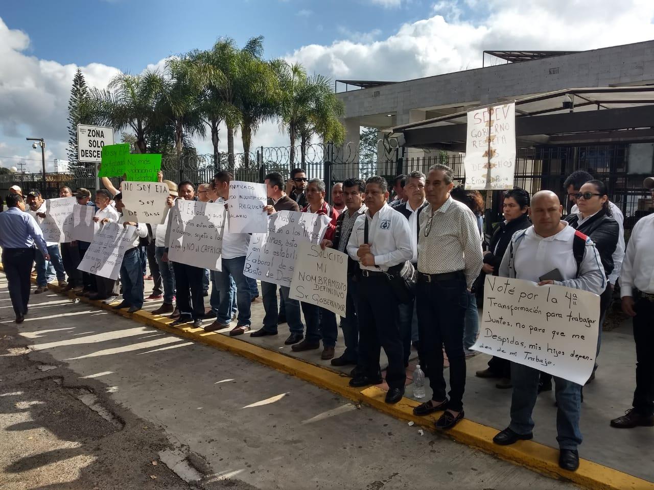 Protestan en el Congreso para exigir freno a despidos en Sefiplan y Siop