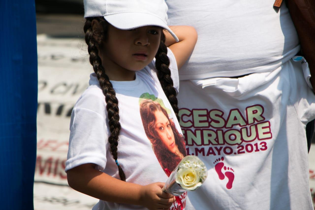 Paloma, de 5 años, marcha para que su madre desaparecida vuelva a casa