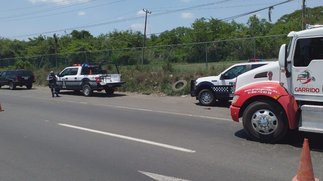 Aseguran tráiler en carretera de la zona industrial de Veracruz