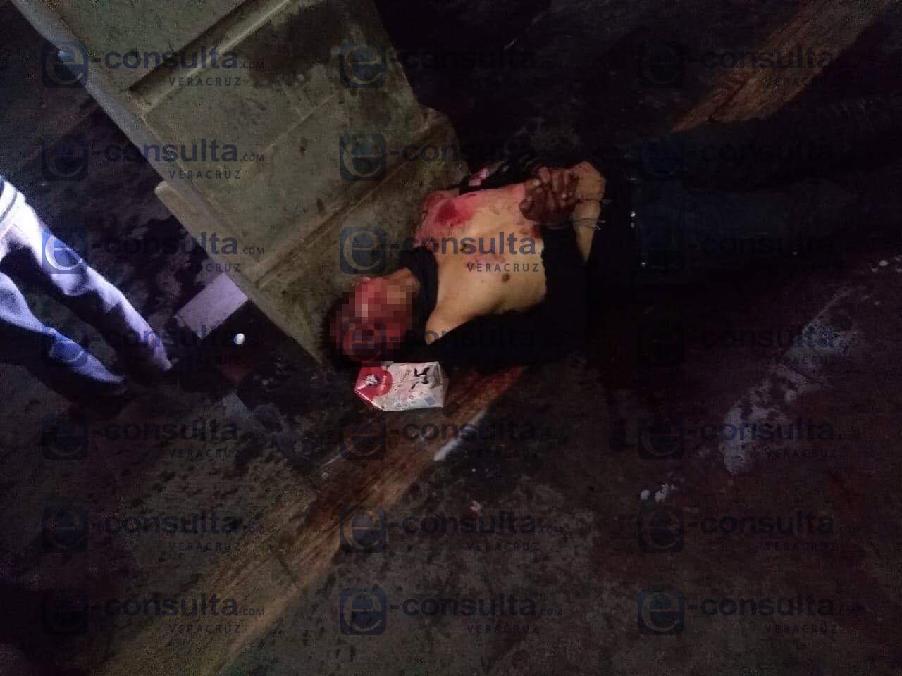 Autodefensas linchan a presunto secuestrador en palacio municipal de Maltrata