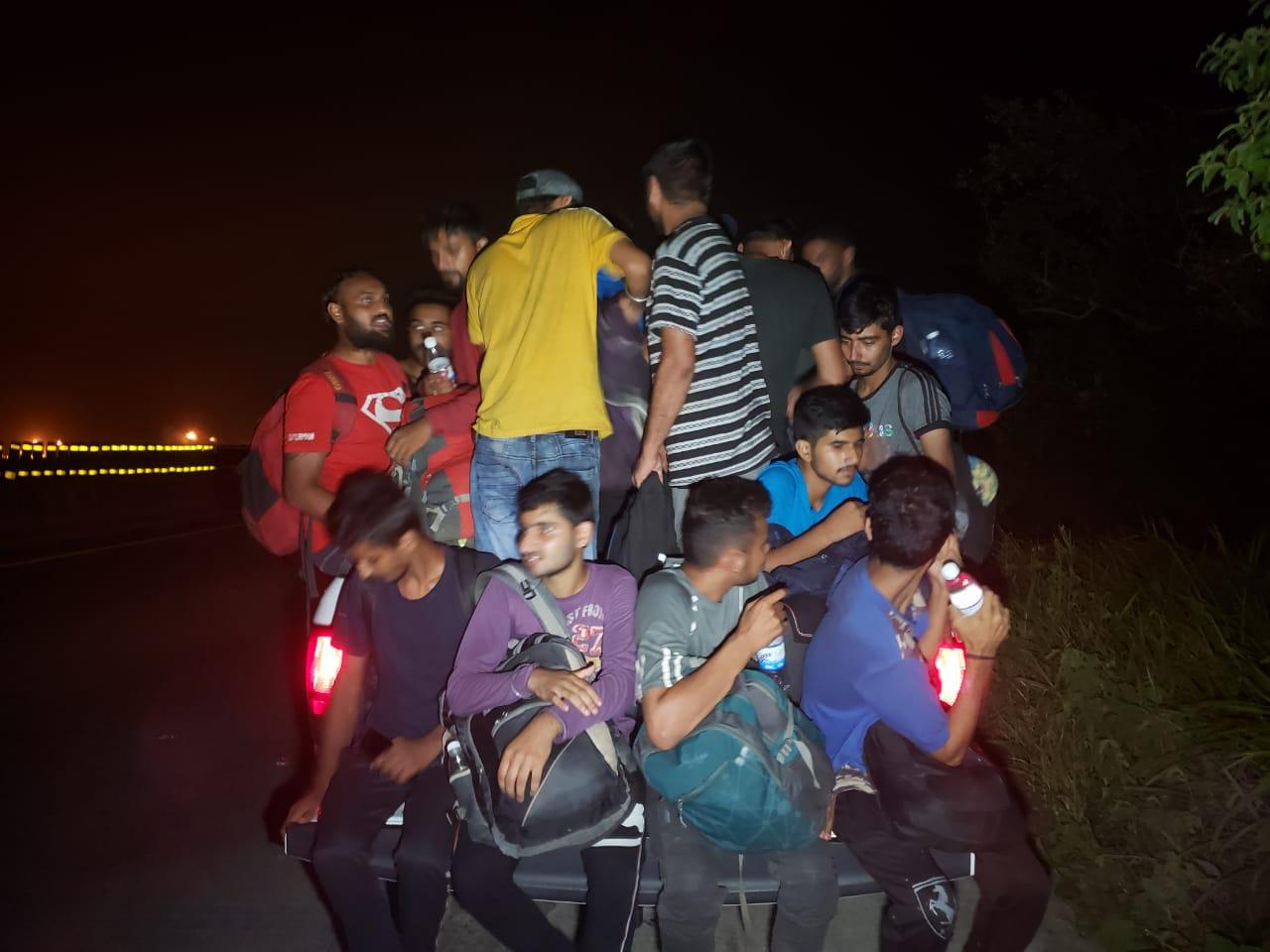 PF abandona a más de 40 migrantes asiáticos, en Minatitlán