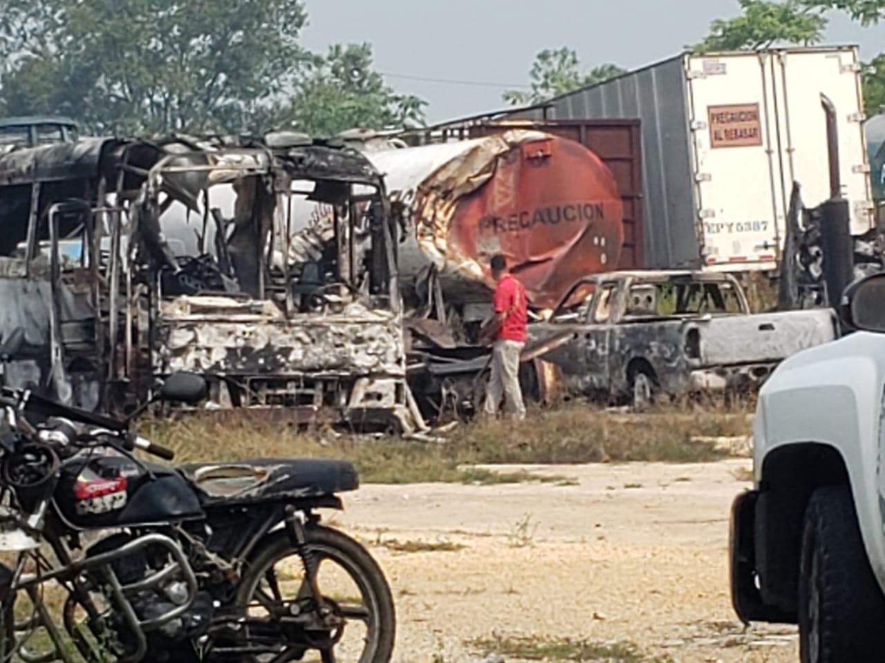 Incendian corralón de grúas en Las Choapas