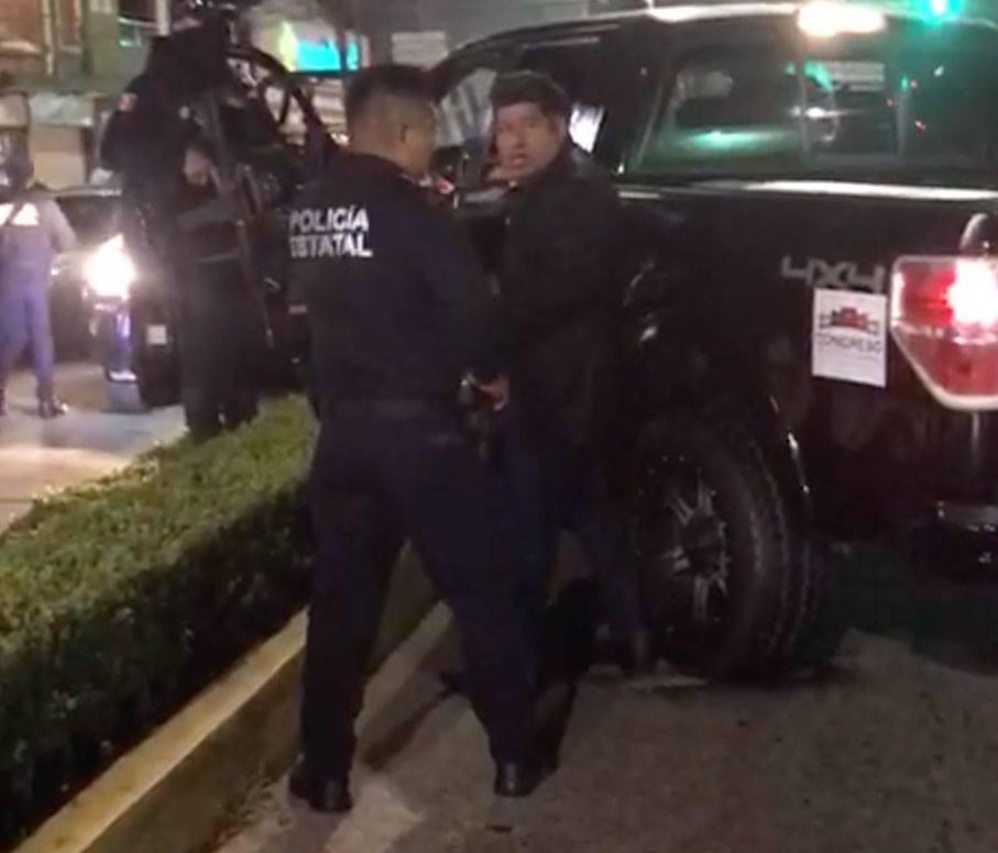Detenido por manejar ebrio vehículo del Congreso, pretendía huir