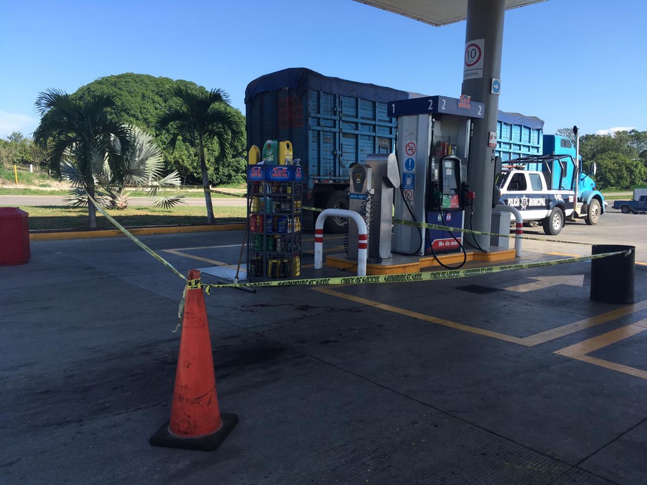 Con violencia robaron camioneta en gasolinera de la México-Tuxpan