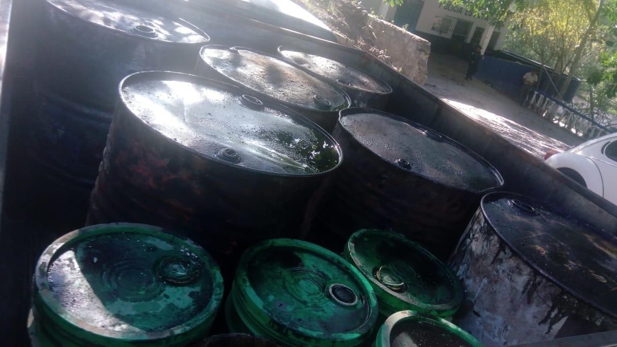 Aseguran más de  mil litros de huachicol en Papantla