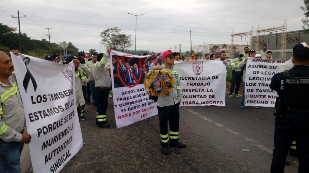 Marchan trabajadores de Tamsa, amenazan con paro laboral